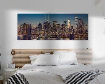 Manhattan Skyline Seen From The Manhattan Bridge At Dusk van Nico Geerlings