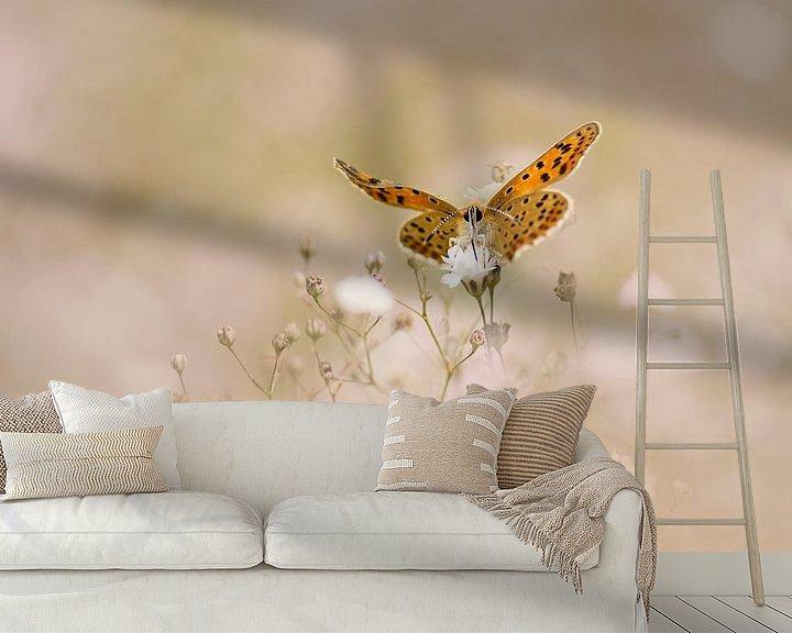 Sfeerimpressie behang: Vlinder op een wolk van Gipskruid van Lia Hulsbeek Brinkman