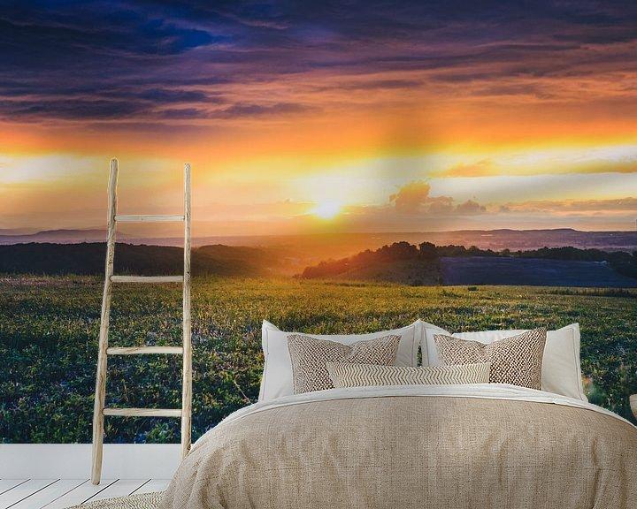 Sfeerimpressie behang: Uitzicht over de Rhônevallei  tijdens  bijzondere zonsondergang van Fotografiecor .nl