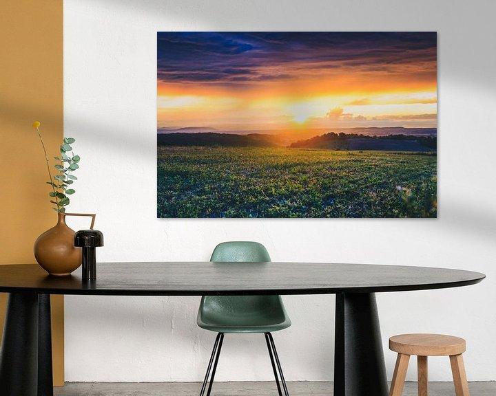 Sfeerimpressie: Uitzicht over de Rhônevallei  tijdens  bijzondere zonsondergang van Fotografiecor .nl