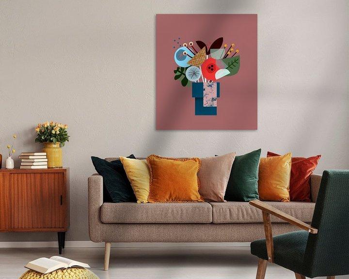 Sfeerimpressie: Een kleurrijk grafisch bosje bloemen van Charlotte Hortensius