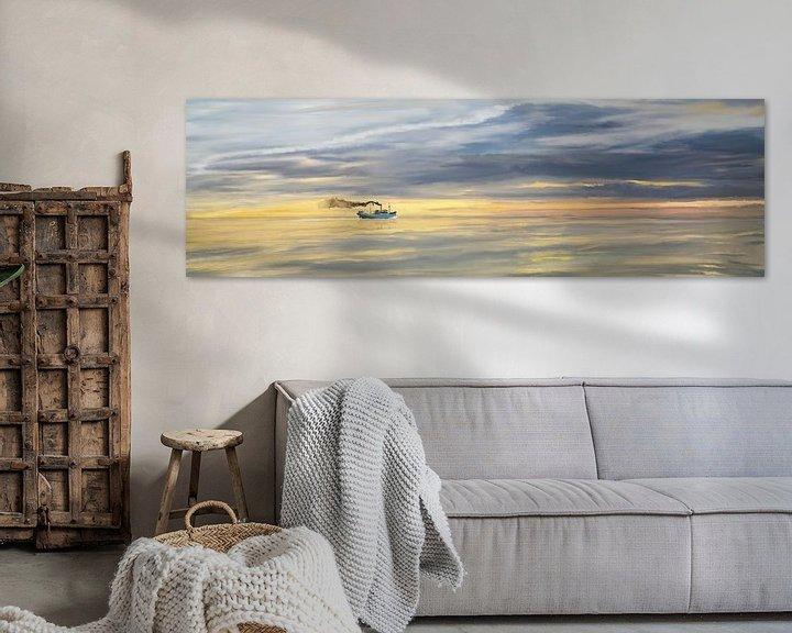 Impression: Vieux navire de charge à la vapeur sur l'horizon sur Jan Brons