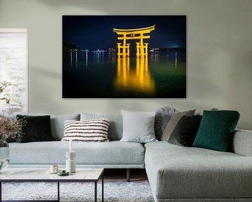 Miyajima torii bij nacht van Marcel Alsemgeest