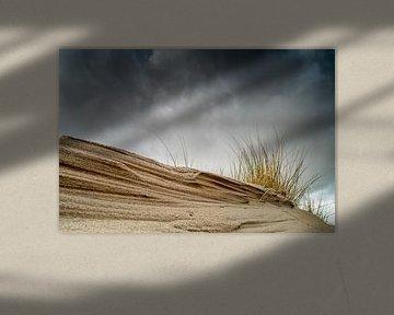 Nuages sombres sur les dunes sur Gonnie van de Schans