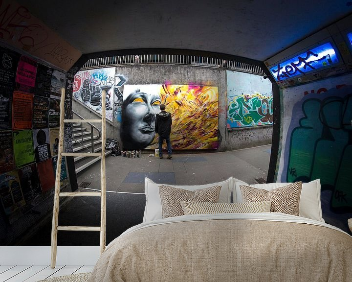 Sfeerimpressie behang: Urban graffiti in de metro van Atelier Liesjes