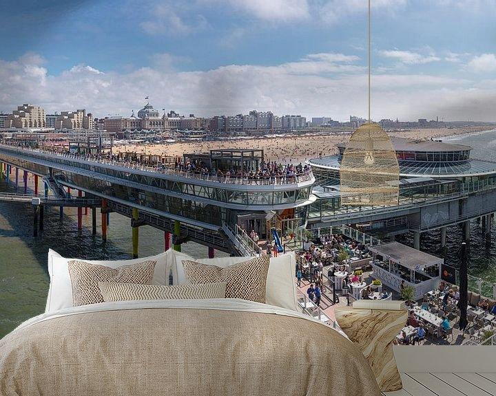 Sfeerimpressie behang: De Scheveningen Pier en het strand bij het Grand Hotel Kurhaus, Scheveningen,  Zuid-Holland van Rene van der Meer