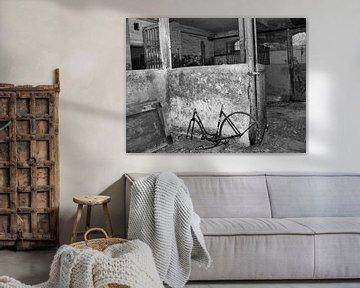 Altes rostiges Fahrrad in Verlassenem Ort (Lost Places) von Ralf Schroeer