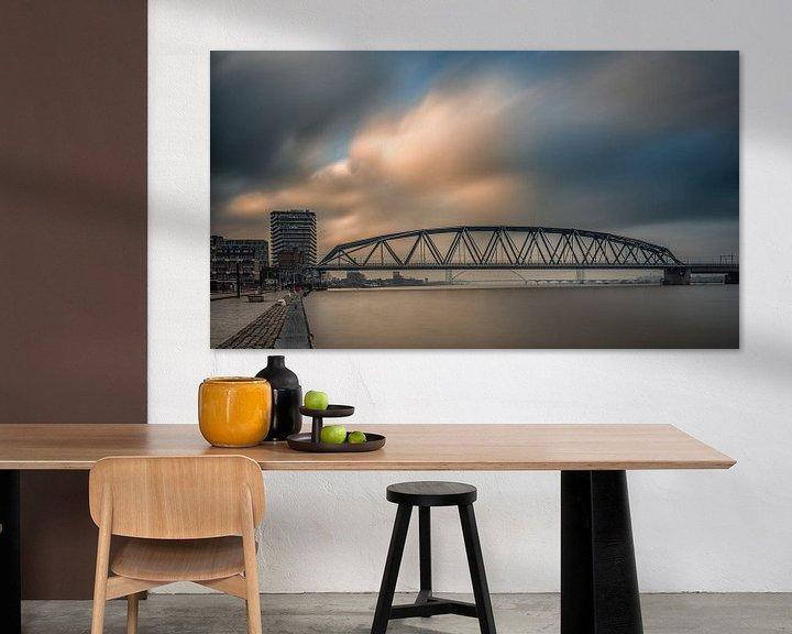 Sfeerimpressie: Spoorbrug Nijmegen (kleur) van Lex Schulte