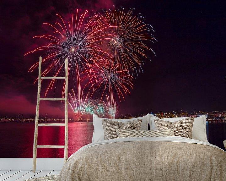 Sfeerimpressie behang: Jaarlijkse vuurwerk shows voor het Plage de la Croisette, Cannes, Alpes Maritime, Frankrijk van Rene van der Meer