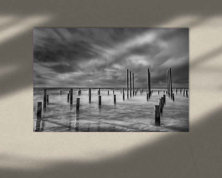 Sfeerimpressie: Palendorp Petten in de zee, zwart-wit van Mirjam Boerhoop - Oudenaarden