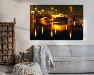 Moltke-Bridge by night in Berlin van Silva Wischeropp