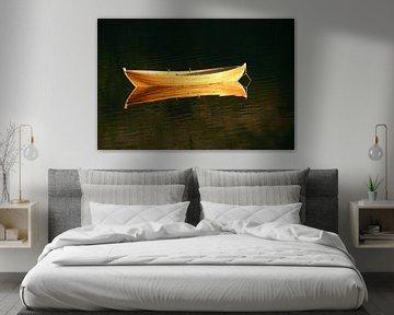 boot in gouden gloed van Antwan Janssen