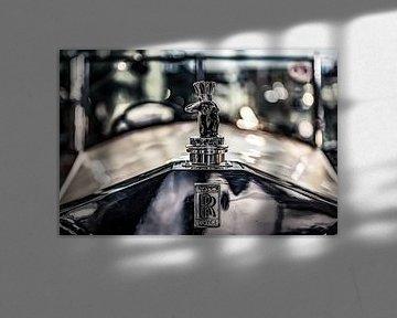 Schauender Inder auf ein Rolls Royce
