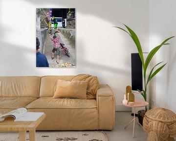 Omhoog met fiets van Martijn Stoppels