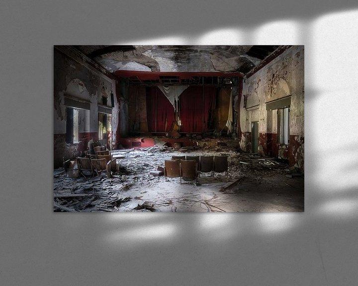 Sfeerimpressie: Verlaten Theater. van Roman Robroek