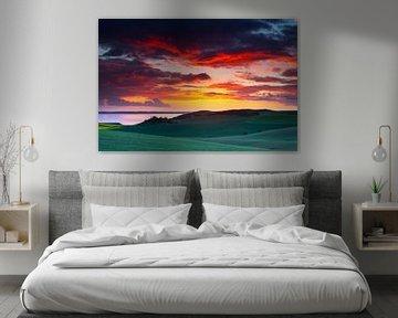 Zonsondergang boven heuvellandschap van Mark Scheper