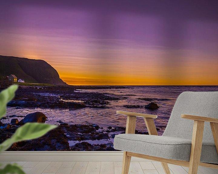 Sfeerimpressie behang: Zonsondergang aan de Noorse kust van Patrick van Oostrom