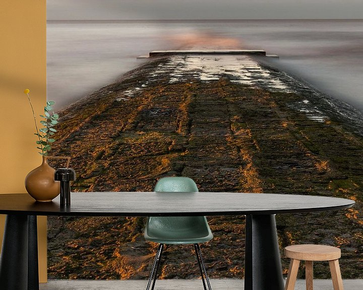 Sfeerimpressie behang: breakwater at belgian coast van Koen Ceusters