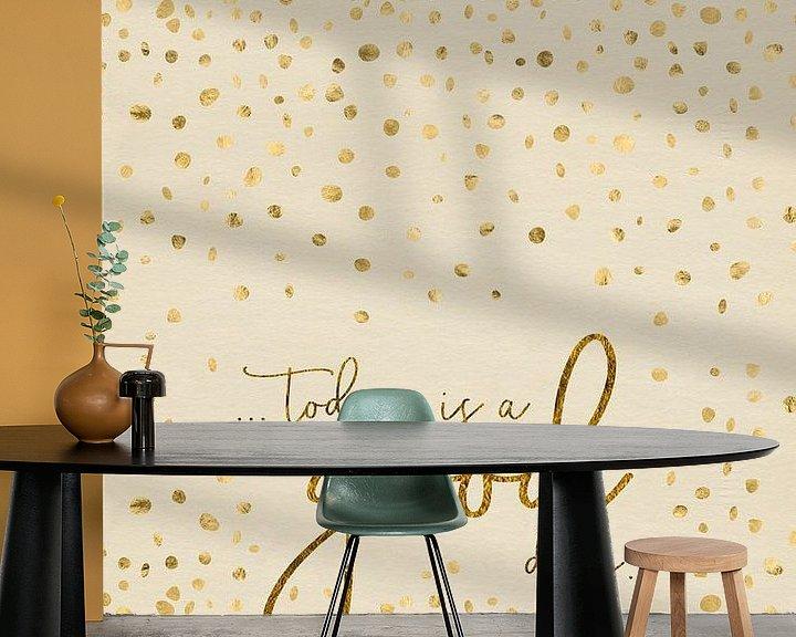 Sfeerimpressie behang: Tekst de Kunst van VANDAAG IS EEN GOEDE DAG | glinsterende goud  van Melanie Viola