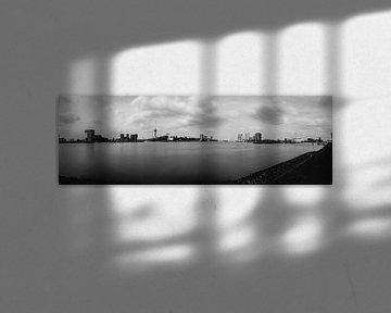 Drie peilers van Rotterdam (panorama) zwartwit von Nathan Okkerse