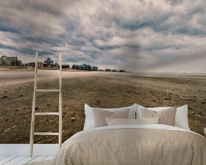 Sfeerimpressie behang: Scheveningen strand met het Kurhaus erop in vintage van Brian Morgan