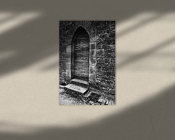 Das Dunkle Geheimnis hinter der Mittelalterlichen Tür von Silva Wischeropp