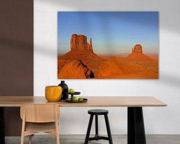 avondzon in Monument Valley van Antwan Janssen