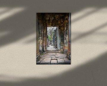 Doorkijkje in de tempel, Cambodja van Rietje Bulthuis
