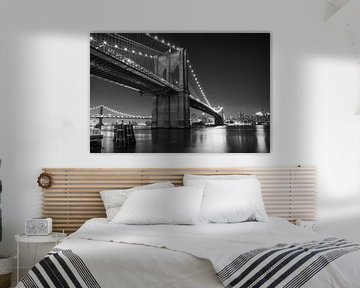 Nacht über der Brooklyn Bridge (schwarz und weiß) von JPWFoto
