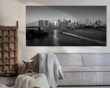 Ochtendgloren over New York Manhattan (zwart-wit) van JPWFoto