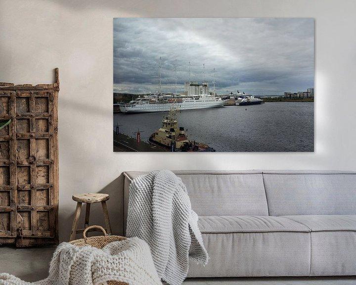 Beispiel: Tall ship luxury liner the Wind Surf at the Port of Leith Edinburgh Scotland von Leoniek van der Vliet