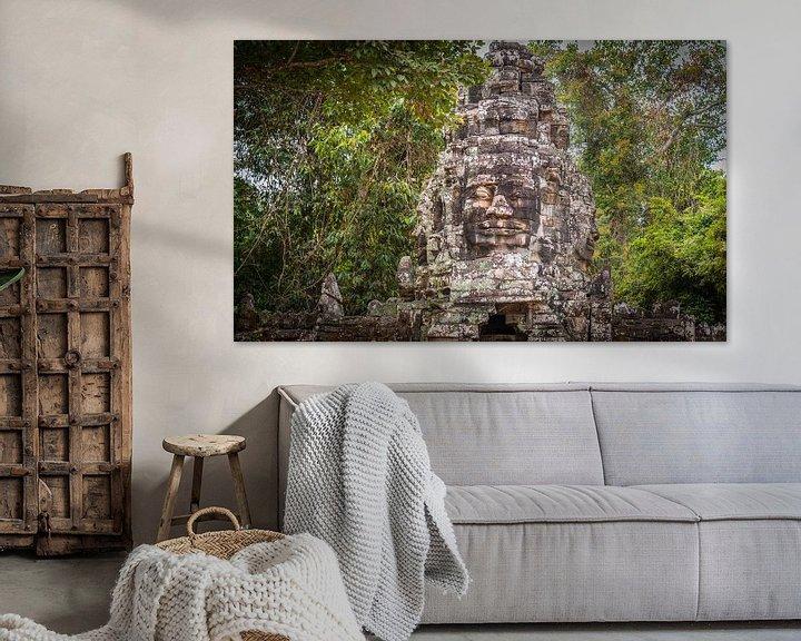 Sfeerimpressie: Toegangspoort naar Bayon tempel met gezichten, Angkor Thom, Cambodja van Rietje Bulthuis
