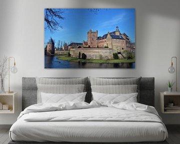 Blauwe hemel met kasteel in Gelderland van Jaimy Buunk