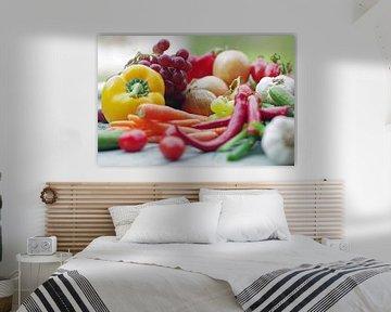 Kleurrijke groenten en fruit op de tafel van Tanja Riedel