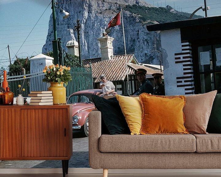 Sfeerimpressie behang: Vintage Gibraltar van Jaap Ros