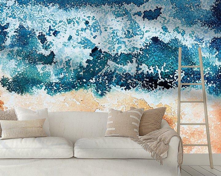 Sfeerimpressie behang: Where the ocean meets the sand van WatercolorWall