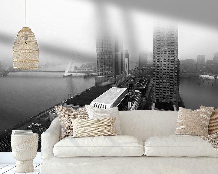 Sfeerimpressie behang: Kop van Zuid vanuit Montevideo met mist (zwart-wit) van Prachtig Rotterdam