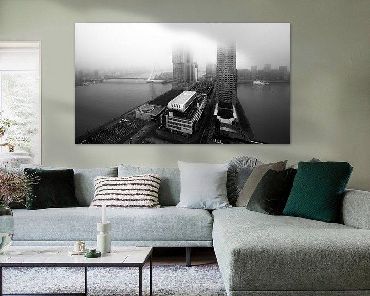 Sfeerimpressie: Kop van Zuid vanuit Montevideo met mist (zwart-wit) van Prachtig Rotterdam