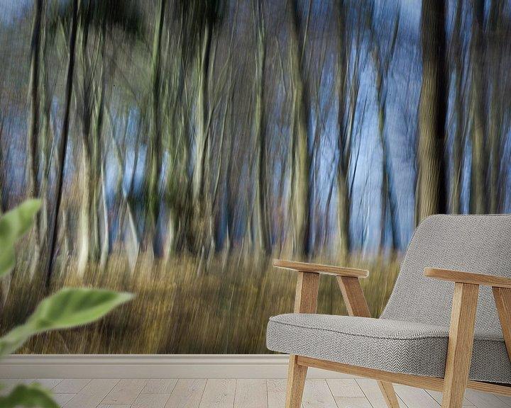 Sfeerimpressie behang: Bewogen bos  van Marieke de Boer