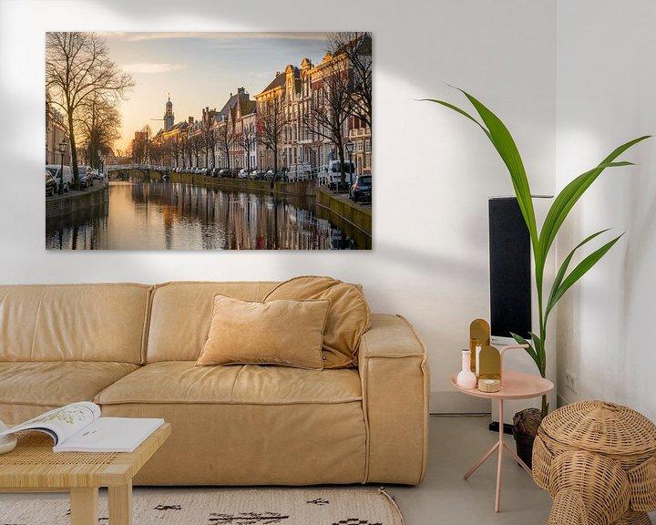 Sfeerimpressie: Het Rapenburg van Leiden in het ochtendlicht van Martijn van der Nat