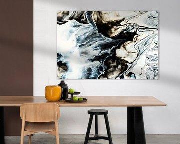 Zwart-wit en blauw schilderij van Rob Smit