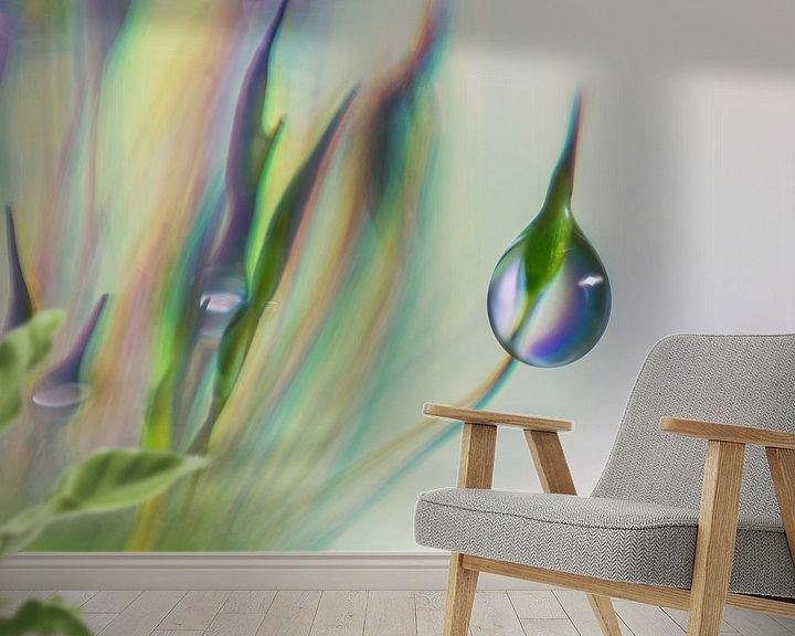 Sfeerimpressie behang: Drup hangend aan mos van Bert Nijholt