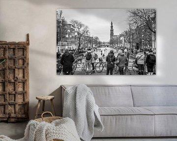 Schaatsen op het ijs van de bevroren Prinsengracht Amsterdam van Dennis Kuzee