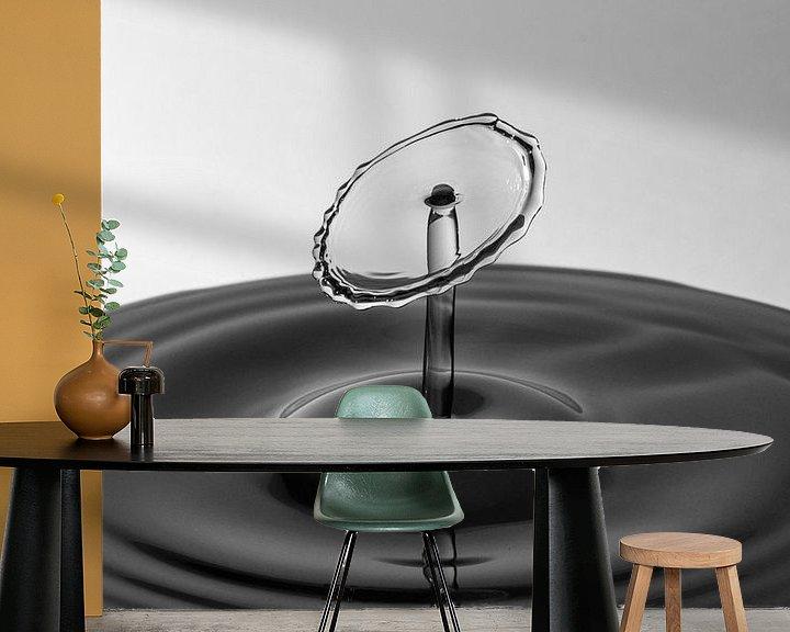 Sfeerimpressie behang: The Shape of Water   Waterdruppel Fotografie van Marc Piersma