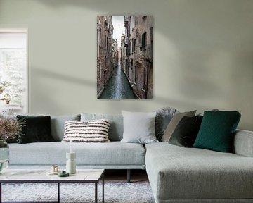Schmaler Kanal in Venedig von Albert Mendelewski