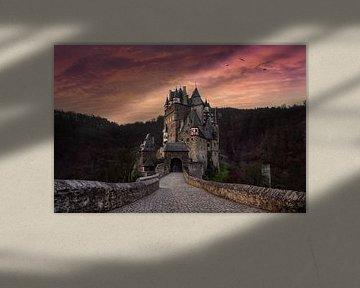 Burg Eltz bij zonsopkomst van Martin Podt