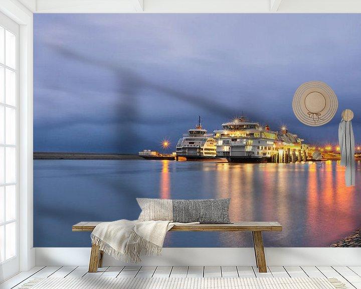 Sfeerimpressie behang: Teso schepen en rolwolk op Texel / Teso ships and rolling cloud on Texel van Justin Sinner Pictures ( Fotograaf op Texel)