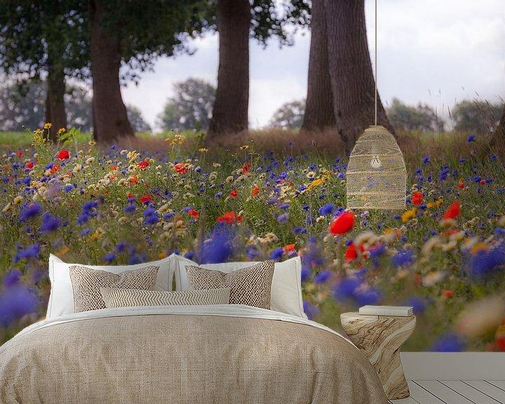 Impression: Kleurrijke veldbloemen in de berm onder de eikenbomen sur Anneke Hooijer