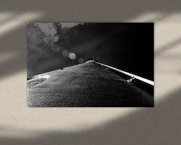 zwart wit onderaanzicht vuurtoren schier abstract lighthouse von Groothuizen Foto Art