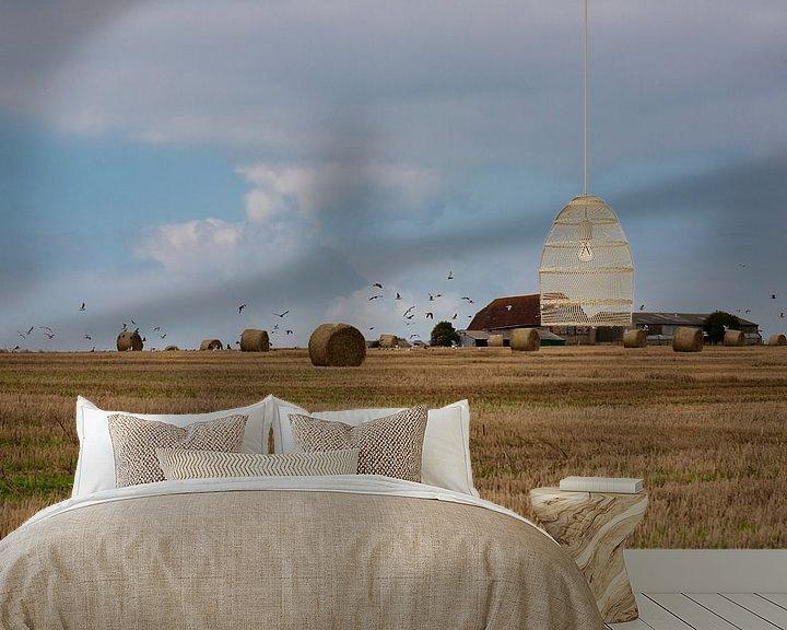 Sfeerimpressie behang: Boerderij op heuvel in Engeland omringd door hooibalen van Anneke Hooijer